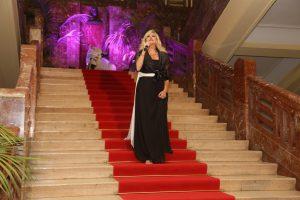 Il soprano Taigi scende la scalinata